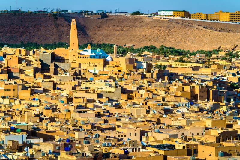 Vista di Ghardaia, una città nella valle di Mzab Patrimonio mondiale dell'Unesco in Algeria fotografia stock