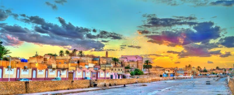 Vista di Ghardaia, una città nella valle di Mzab Patrimonio mondiale dell'Unesco in Algeria immagine stock