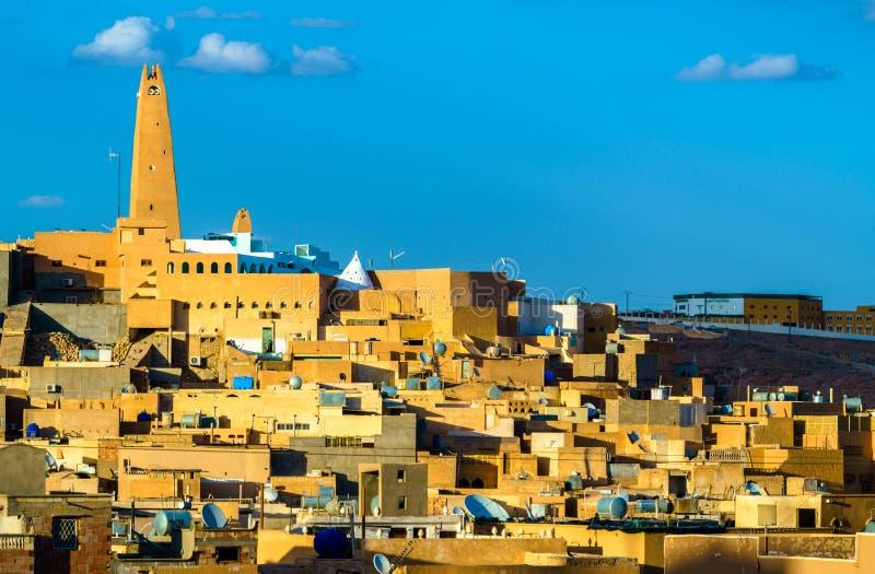 Vista di Ghardaia, una città nella valle di Mzab Patrimonio mondiale dell'Unesco in Algeria fotografia stock libera da diritti