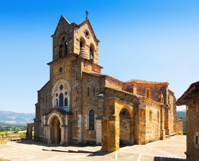 Vista di giorno della chiesa di San Vicente Martir y San Sebastian Frias immagini stock