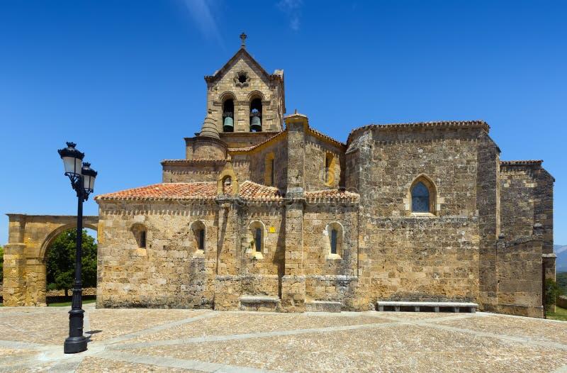 Vista di giorno della chiesa di San Vicente Martir y San Sebastian in Frias immagine stock