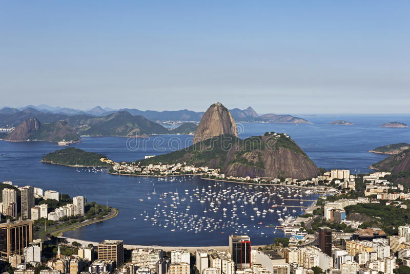 Vista di giorno della montagna di Sugar Loaf in Rio de Janeiro, Brasile fotografia stock libera da diritti