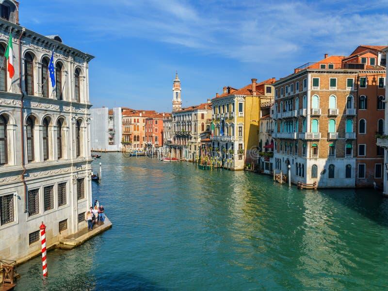 Vista di Grand Canal da Bridge Ponte di Rialto a Venezia L'Italia immagini stock