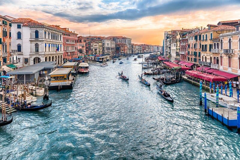 Vista di Grand Canal dal ponte di Rialto, Venezia, Italia fotografia stock