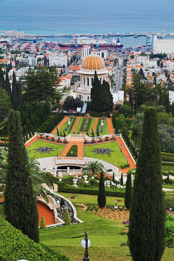 Vista di Haifa, giardini di Bahai e santuario del Bab immagini stock