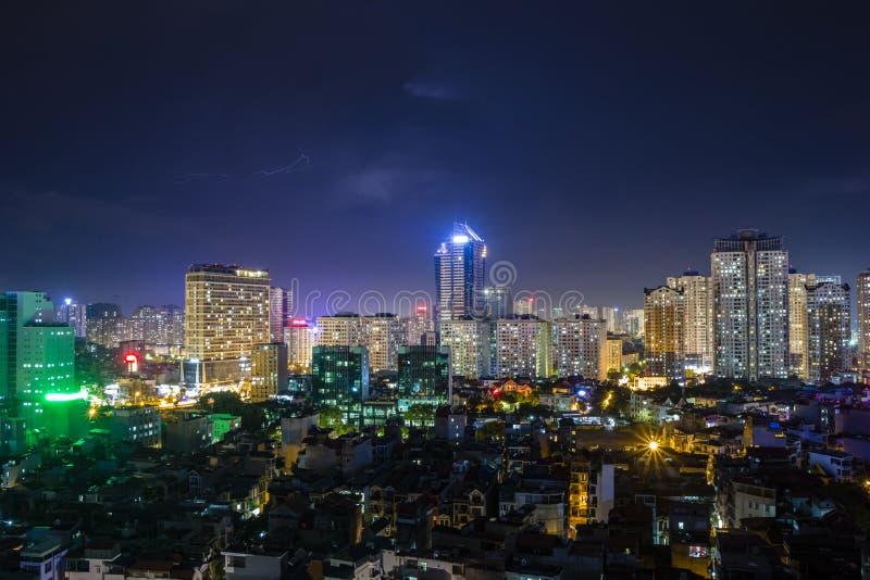 Vista di Hanoi dal cielo di notte fotografia stock