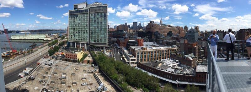 Vista di Highline dell'orizzonte di New York immagine stock