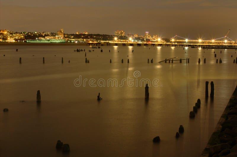 Vista di Hudson River e del New Jersey alla notte da Manhattan in New York fotografia stock