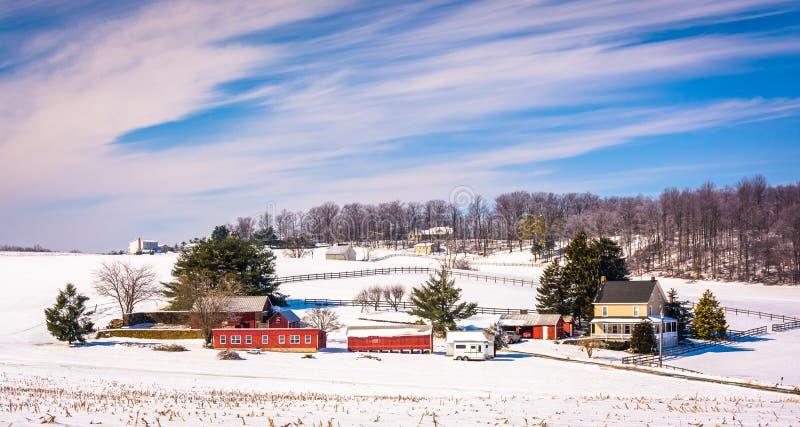 Vista di inverno di un'azienda agricola in Carroll County rurale, Maryland fotografia stock