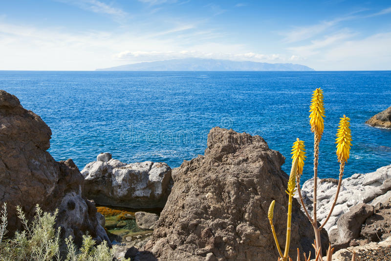 Vista di La Gomera da Tenerife. Le Isole Canarie fotografie stock