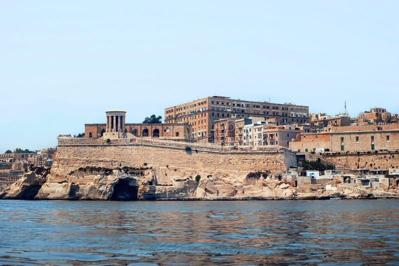 Vista di La Valletta dal mare fotografie stock