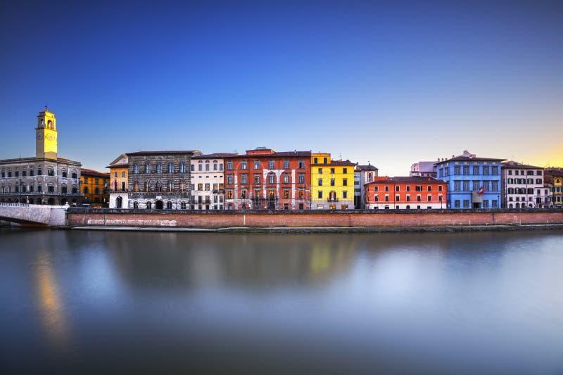 Vista di Lungarno di Pisa, fiume di Arno La Toscana, Italia fotografia stock libera da diritti