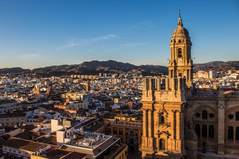 Vista di Malaga con la cattedrale nella parte anteriore immagine stock