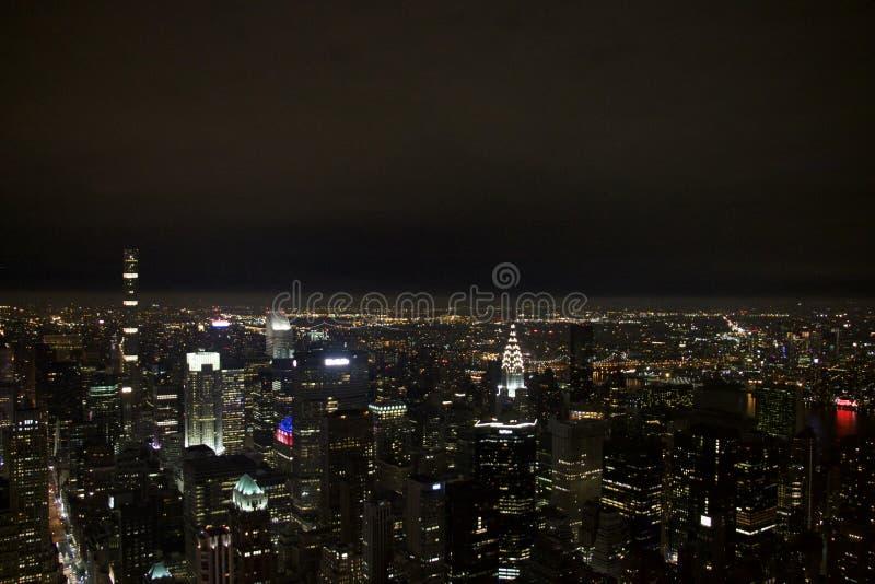 Vista di Manhattan sulla notte fotografia stock libera da diritti