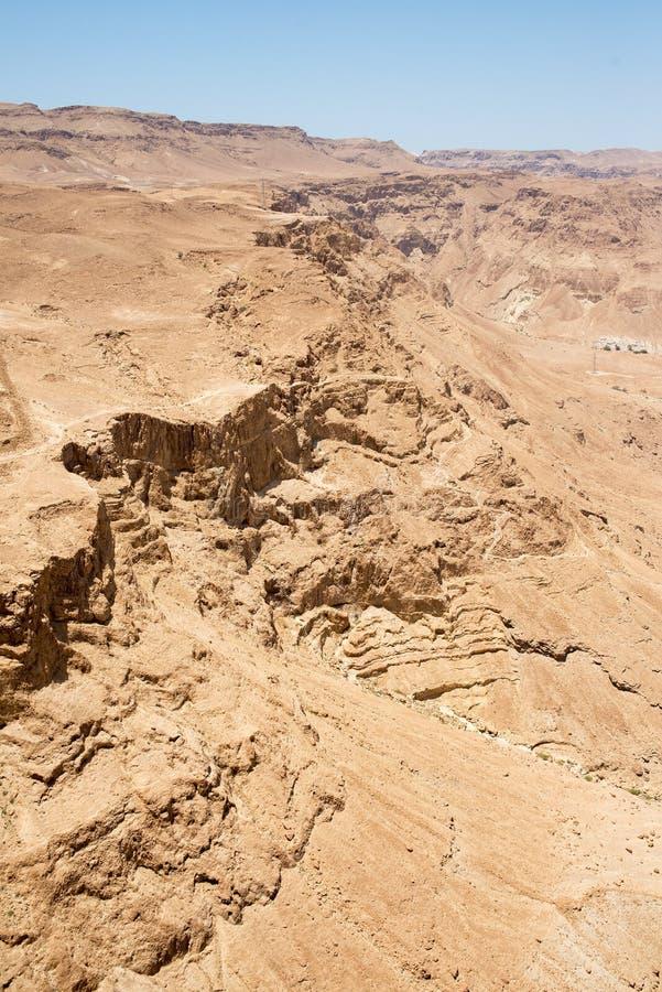 Vista di Masada dalle altezze sul deserto immagini stock