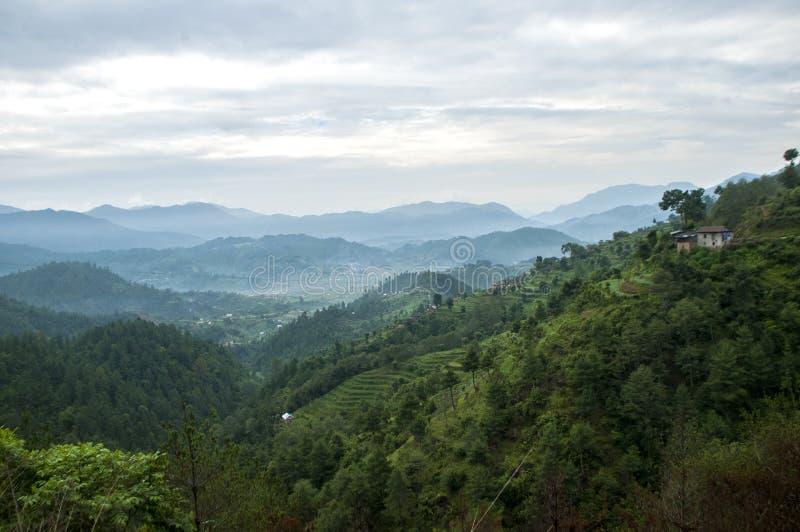 Vista di mattina della valle di Chitlang a sud della valle di Kathmandu immagini stock libere da diritti