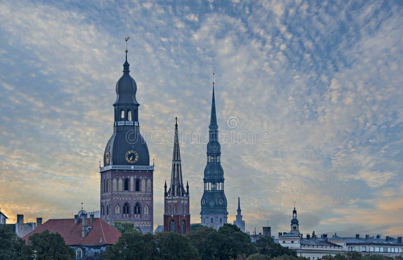 Vista di mattina sulla vecchia città di Riga fotografia stock