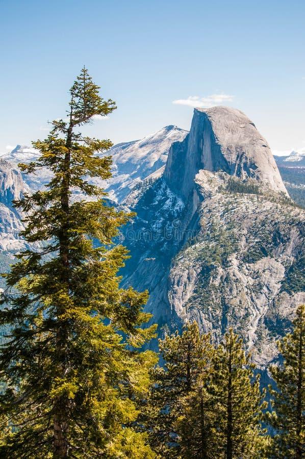 Vista di mezza cupola di Yosemite dal punto del ghiacciaio fotografia stock libera da diritti