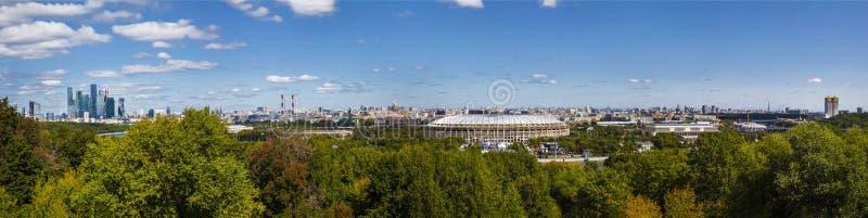 Vista di Mosca dalla piattaforma di osservazione sulle colline del passero, Mosca immagine stock libera da diritti