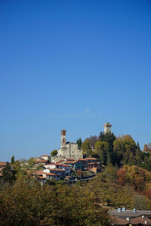Vista di Murazzano, Piemonte L'Italia fotografie stock libere da diritti