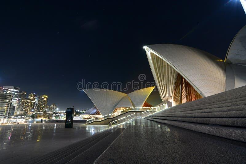 Vista di notte dal teatro dell'opera sydney Il Nuovo Galles del Sud l'australia fotografie stock libere da diritti