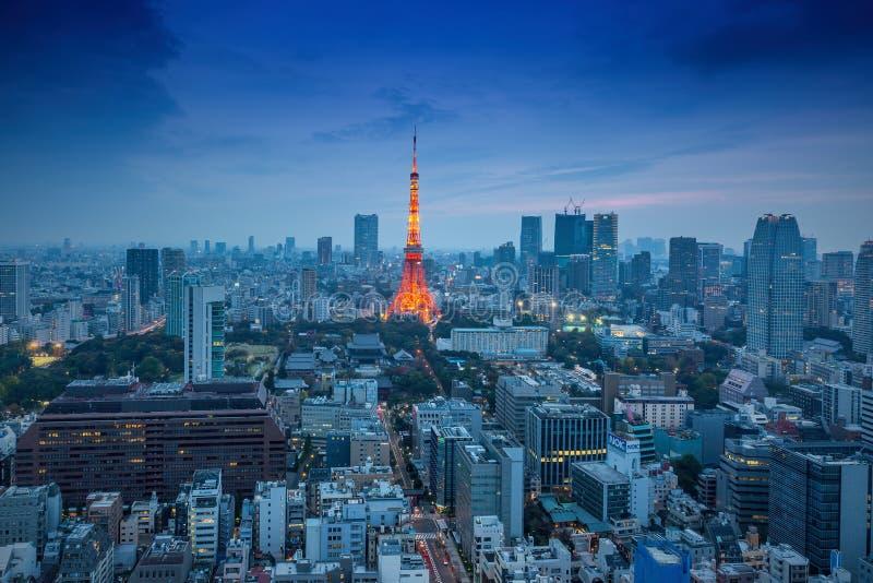Vista di notte degli orizzonti di Tokyo fotografia stock