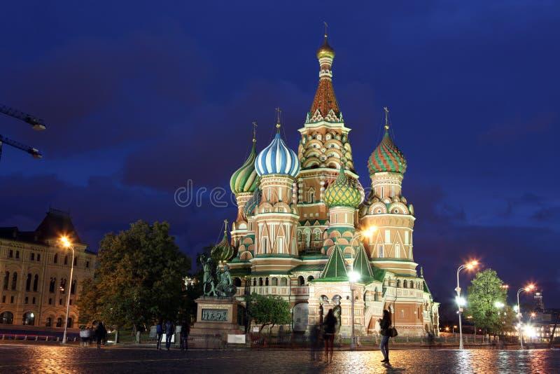 Vista di notte del basilico della st della cattedrale di intercessione sul quadrato rosso, fotografia stock libera da diritti