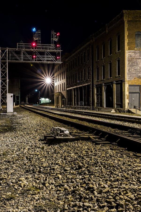 Vista di notte del Chesapeake & della ferrovia dell'Ohio - Thurmond, Virginia Occidentale immagini stock