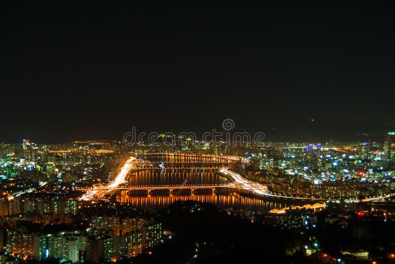 Vista di notte del fiume del Han. Seoul fotografie stock