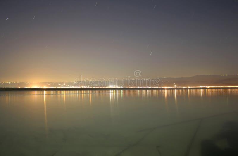 Vista di notte del litorale jordanean immagini stock