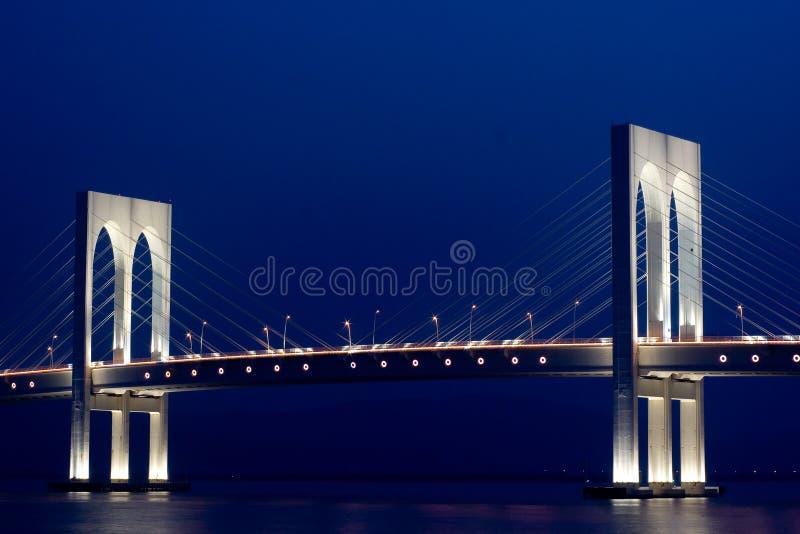 Vista di notte del ponticello fotografie stock libere da diritti
