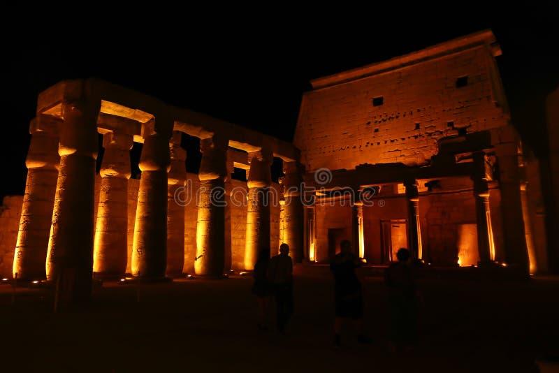 Vista di notte del tempio di Luxor fotografia stock libera da diritti