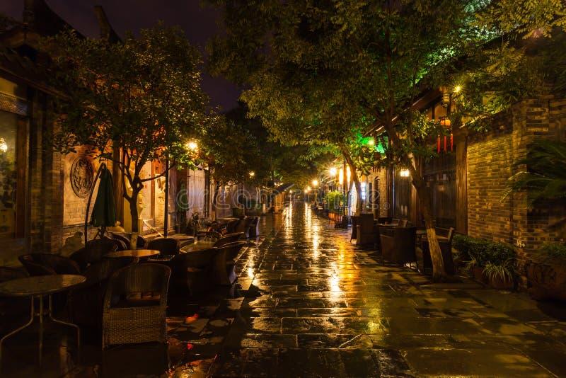 Vista di notte del vicolo di Kuanzhai a Chengdu fotografia stock