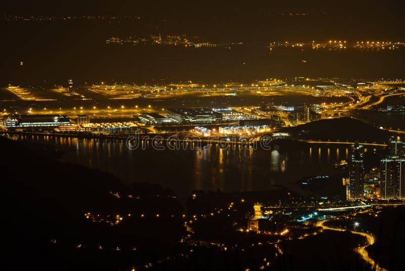 Vista di notte dell'aeroporto internazionale di Hong Kong fotografia stock libera da diritti