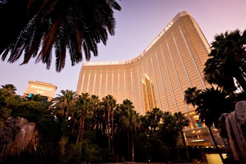Vista di notte dell'hotel della baia di Mandalay a Las Vegas immagini stock libere da diritti