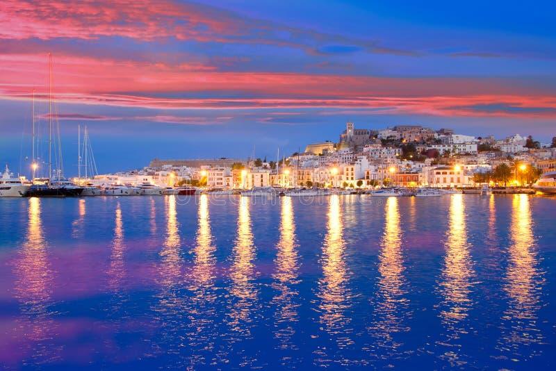 Vista di notte dell'isola di Ibiza della città di Eivissa immagini stock libere da diritti