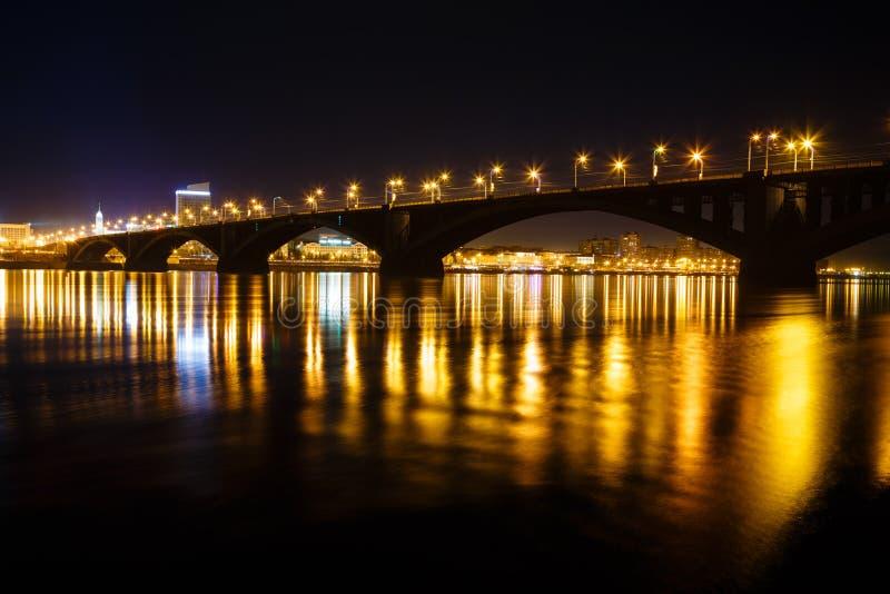 Vista di notte della città immagini stock