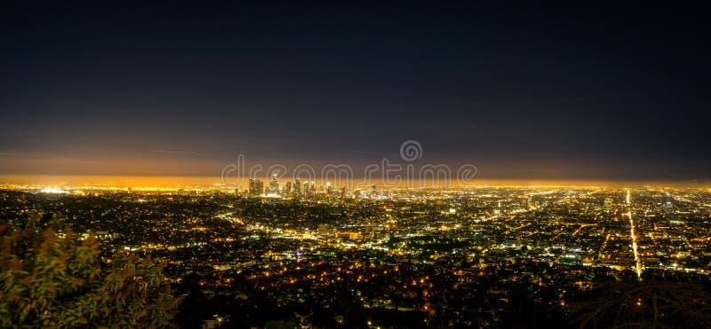 Vista di notte della città della LA di Los Angeles di panorama da Griffith Observator immagini stock libere da diritti
