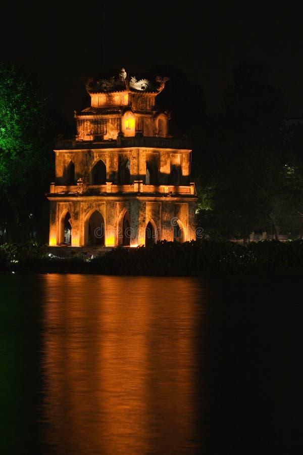 Vista di notte della torretta del Tortoise, Hanoi fotografia stock