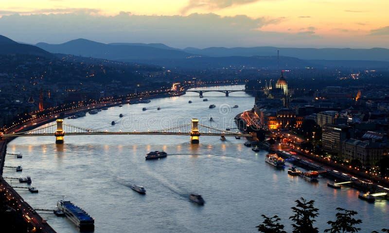 Vista di notte di Budapest Esposizione lunga fotografia stock libera da diritti