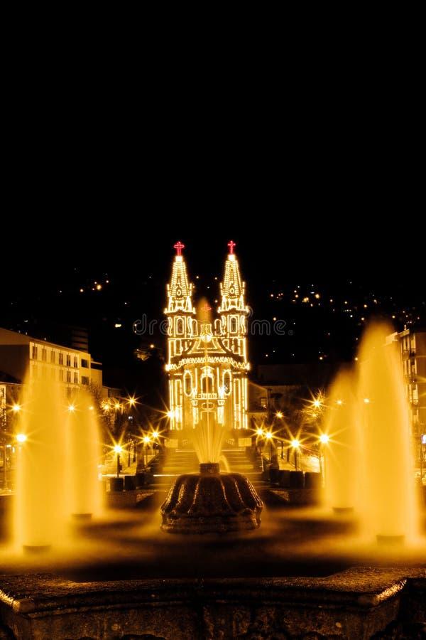 Vista di notte di una chiesa di Cristian nella città di Guimaraes fotografia stock libera da diritti
