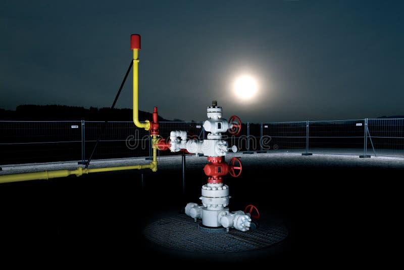 Vista di notte di uno stoccaggio di gas immagini stock