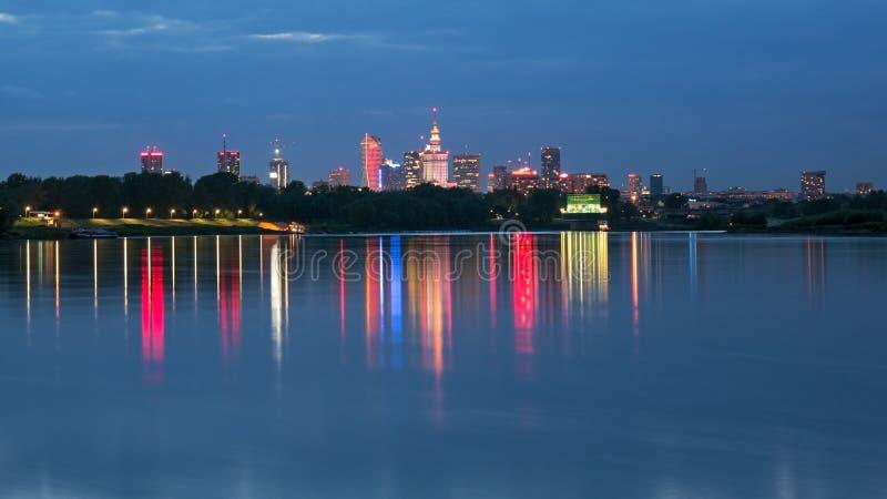 Vista di notte di Varsavia della città immagini stock libere da diritti