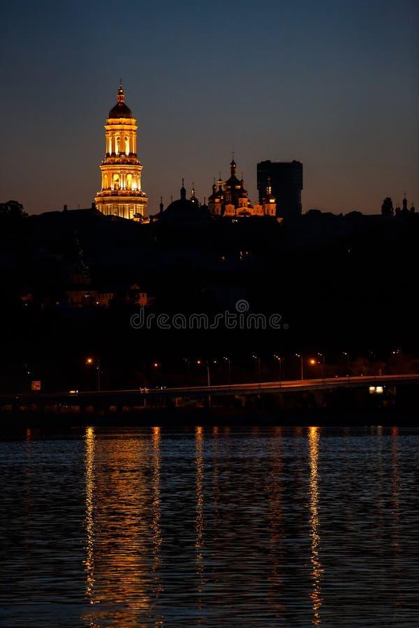 Vista di notte di Kiev Pechersk Lavra fotografia stock