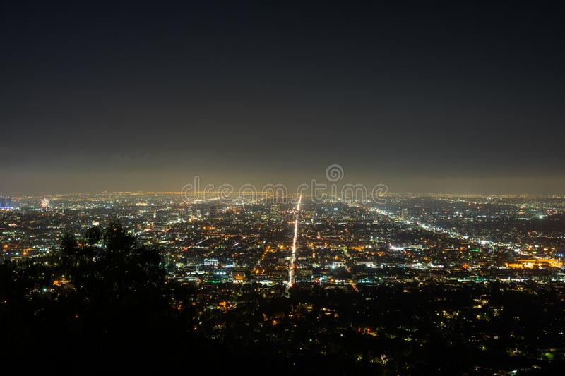 Vista di notte di Los Angeles in Griffith Observatory immagini stock
