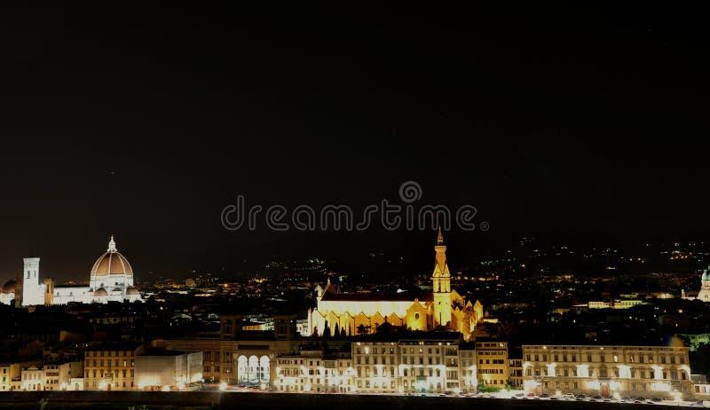 Vista di notte nella città di Firenze, Italia immagini stock