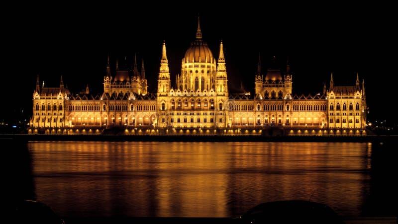 Vista di notte sul Parlamento di Budapest fotografia stock libera da diritti