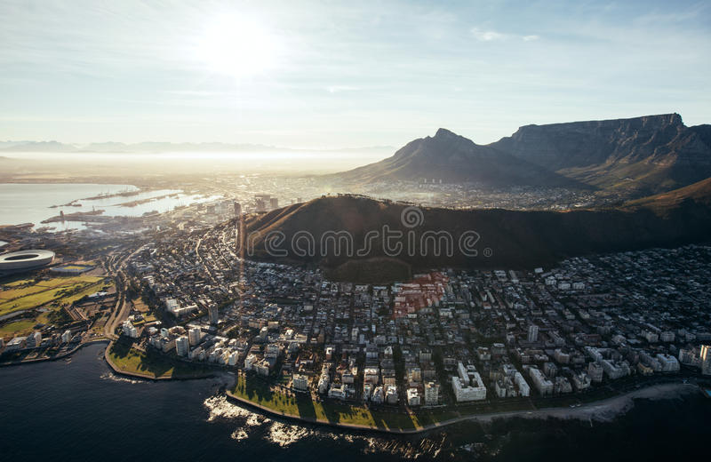 Vista di occhio di uccelli della città di Città del Capo con le costruzioni fotografia stock