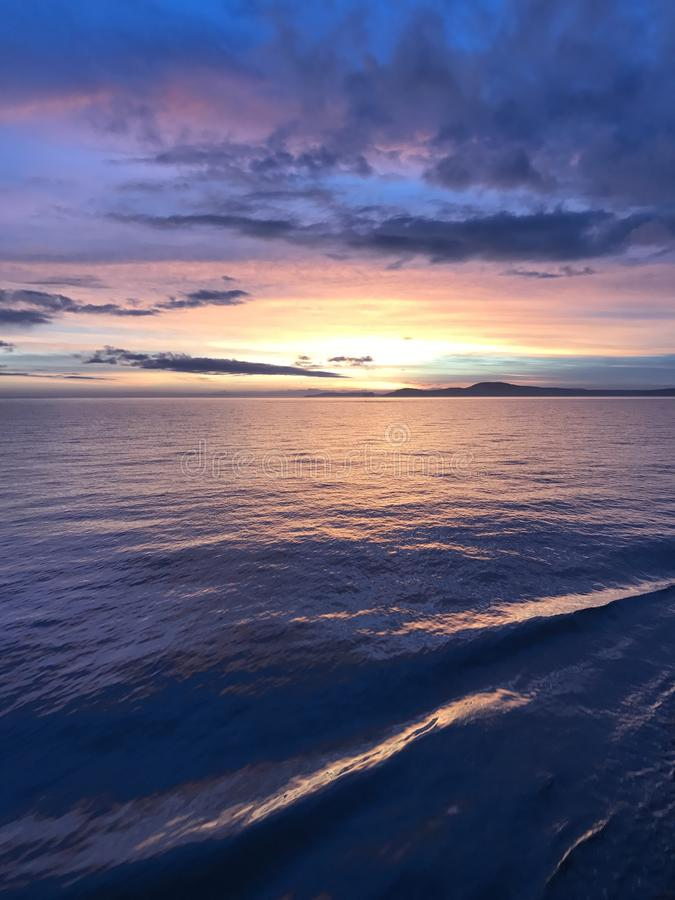 Vista di oceano al tramonto immagini stock libere da diritti