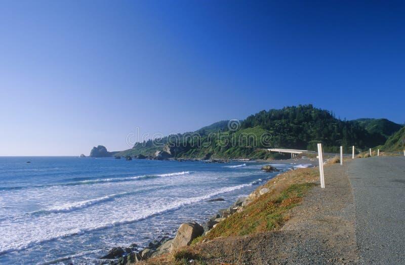 Vista di oceano del bordo della strada immagine stock libera da diritti